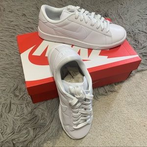 New White Nike Shoes